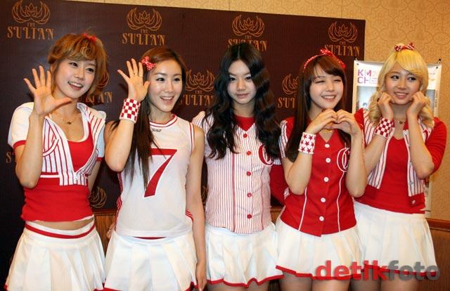 Merah-Putih Gaya Imut Girl's Day
