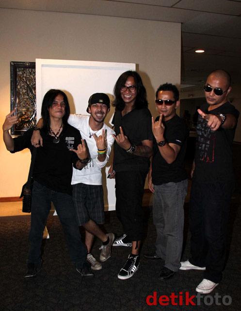 Rocker Kasarung, Band Baru Ferdy Eks Element