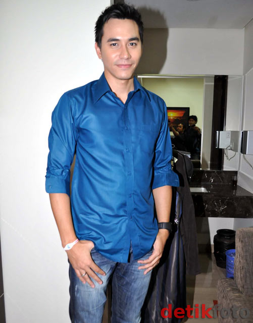 aktor ganteng cowok  Darius Sinathrya