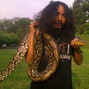http://images.detik.com/content/2011/06/11/486/limbad-ular-dalam.jpg