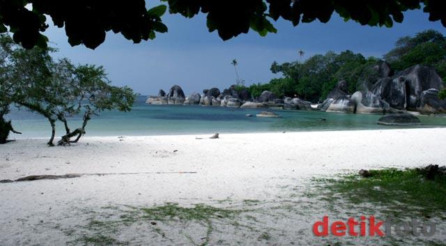 Indahnya Pantai 'Laskar Pelangi'
