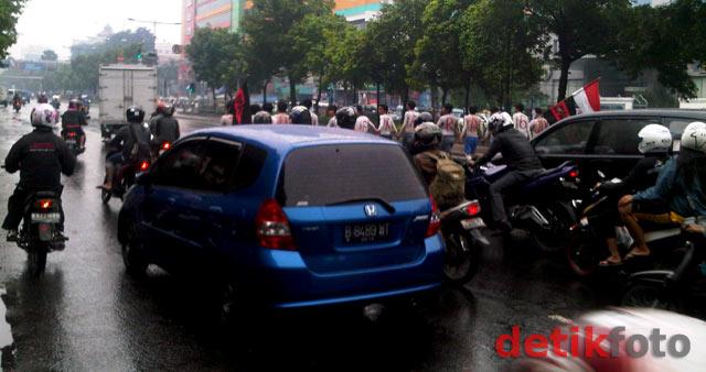 Aksi Telanjang Dada, Jl Kramat Raya Macet