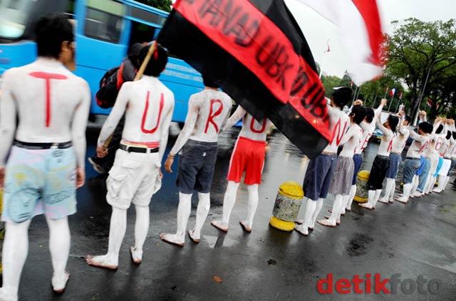 Mahasiswa UBK Demo Istana