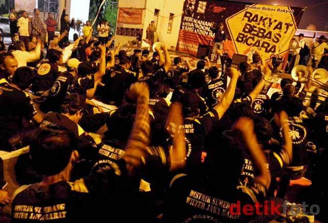 Kelompok Anti Pemerintah Keluarkan 'Dekrit Rakyat'