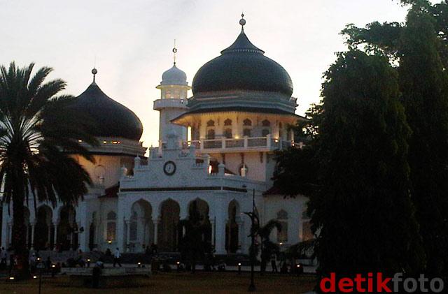 Mengintip Keindahan Masjid Raya Baiturrahman