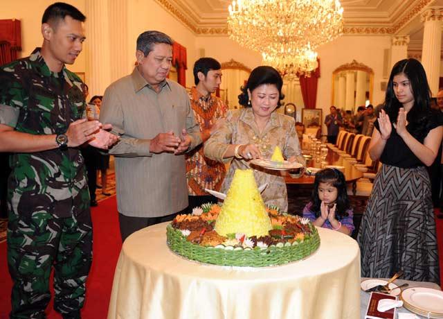 Ibu Ani Yudhoyono Ultah ke-59