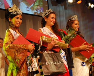 http://images.detik.com/content/2011/07/09/10/Miss-Deaf-World-2011.jpg