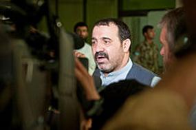 Presiden Afghanistan Terus Menangis Saat Penguburan Adiknya