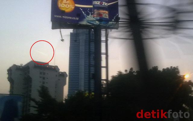 Cahaya Misterius Melintasi Jakarta