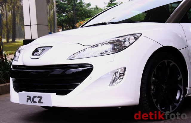 Peugeot Luncurkan Mobil Coupe RCZ