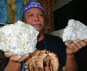 http://images.detik.com/content/2011/07/16/475/batu-emas--D.JPG