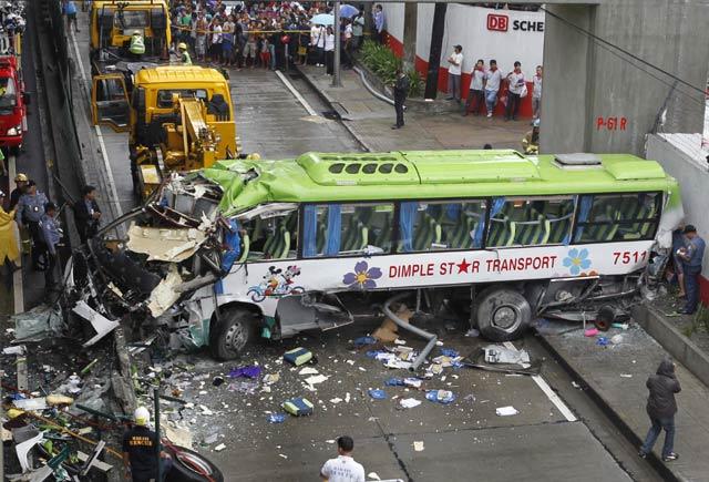 """... komentar untuk """"Berita Aneh dan Unik Terbaru Bus Jatuh dari Jalan Tol"""