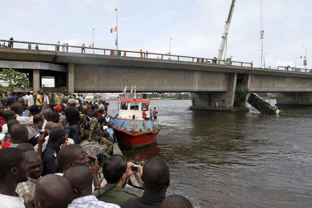 Bus Masuk Sungai, 20 Orang Tewas