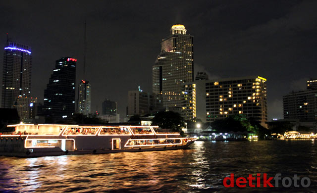 Menyusuri Sungai Chao Phraya Bangkok