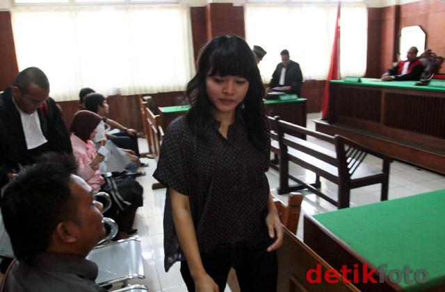 Leni Dituntut 4 Bulan Penjara