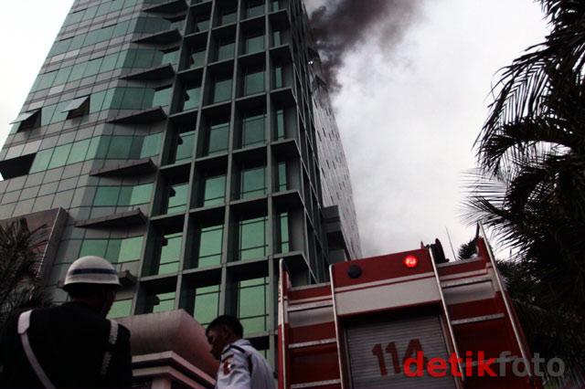 Gedung Adira di Menteng Terbakar