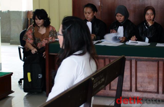 Kisah Cinta 3 Dokter Berujung Pengadilan