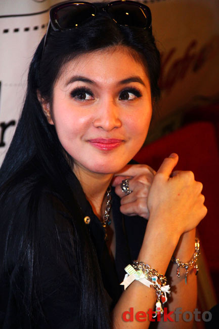 Sandra Dewi Bisnis Aksesori