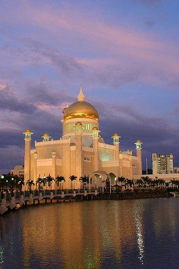 Foto Masjid Sultan Omar Ali Saifuddin, Brunei Darussalam