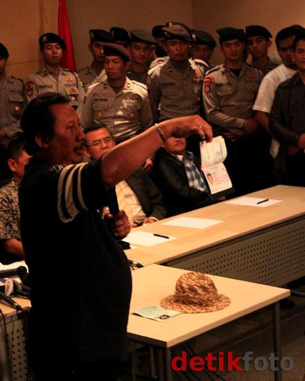 KPK Buka Tas Nazaruddin