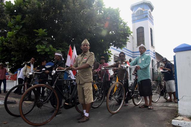 Komunitas Sepeda Onthel Peringati HUT RI