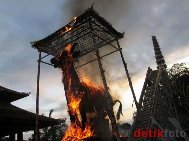 Ngaben Puri Ubud