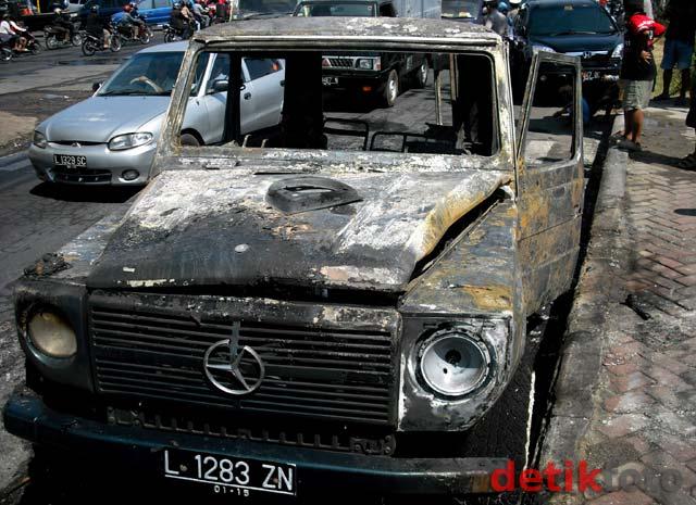 Mobil tersebut tampak hangus.Bagus Kurnia Rahman/detikSurabaya.