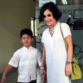 Yuni Shara Ajari Anak Puasa Sejak Dini | Yuni Shara