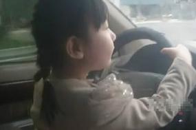 FOTO VIDEO ZIA ZHENG BOCAH BERUSIA 4 TAHUN PANDAI MENYETIR MOBIL