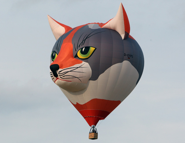 Balon-balon Udara Unik Mengudara