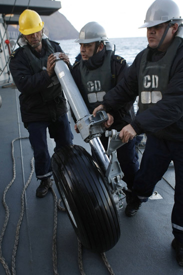 Pencarian Korban Pesawat Jatuh di Chili