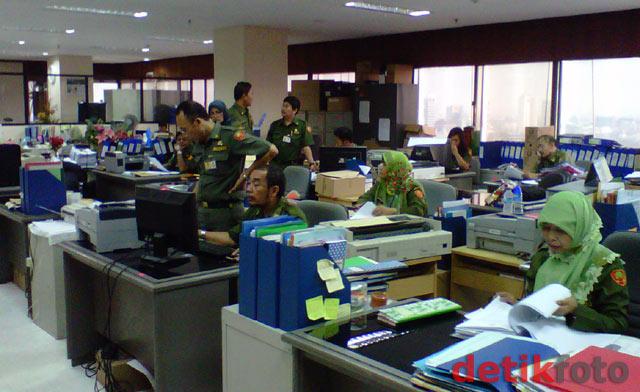 565 PNS DKI Jakarta Tak Masuk Kerja