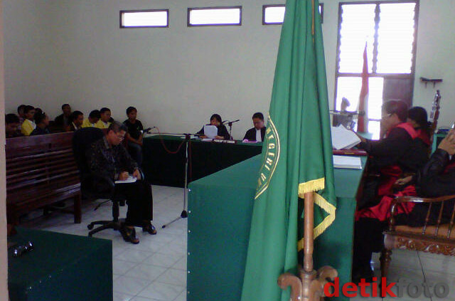 Para Pejabat NII Disidang