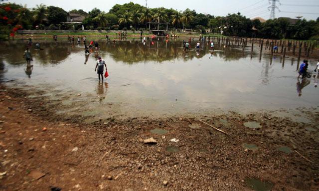 Mencari Ikan di Setu Pondok Labu