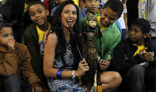 Foto Puteri Indonesia 2010 Nadine Alexandra di Miss Universe 2011