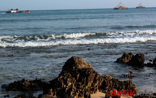 Keindahan Pantai Tanjung Lesung