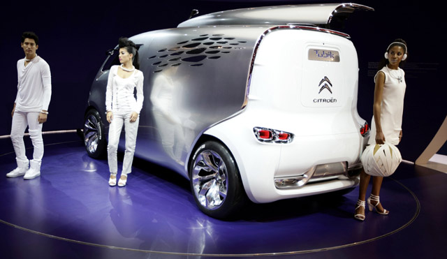 Mobil Moncong Babi