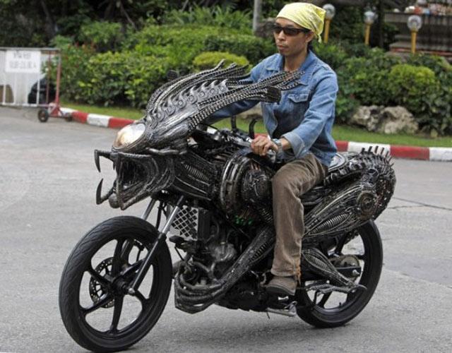 Motor Alien dari Besi Tua
