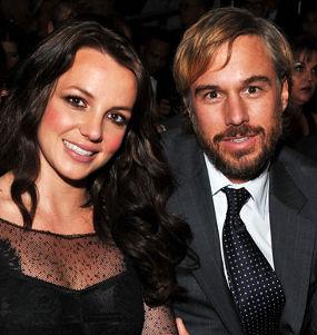 Pacar Britney Spears Pesan Cincin Nikah | Britney Spears