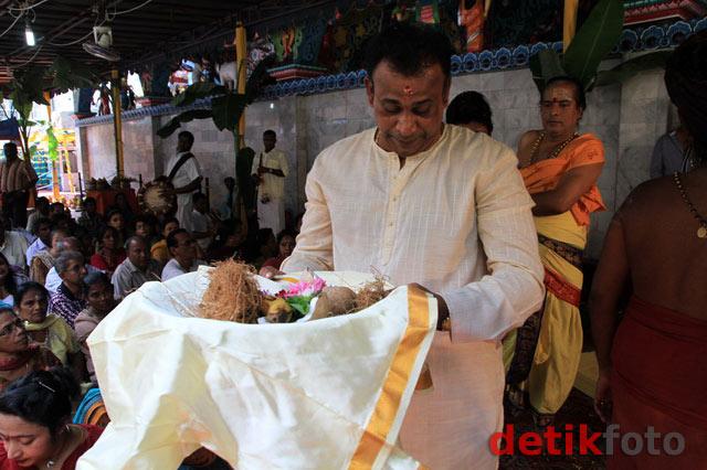Warga Medan Hadiri Ritual Maha Kumba Abisegam