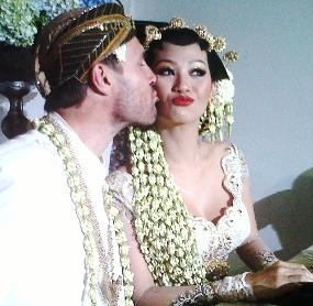 Video Pernikahan Indah Kalalo Justin