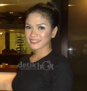 http://images.detik.com/content/2011/09/30/229/nikitabaru285fakhmi.jpg