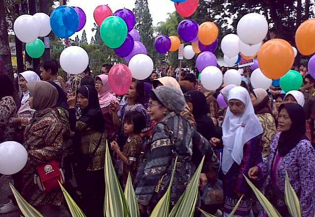 Kampanye Cinta Batik di CFD Dago