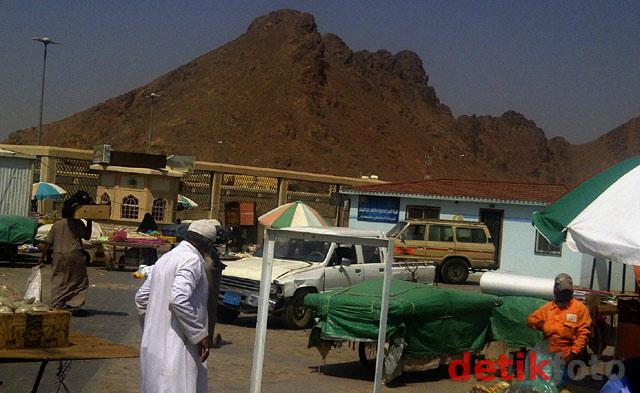 Ziarah ke Gunung Uhud