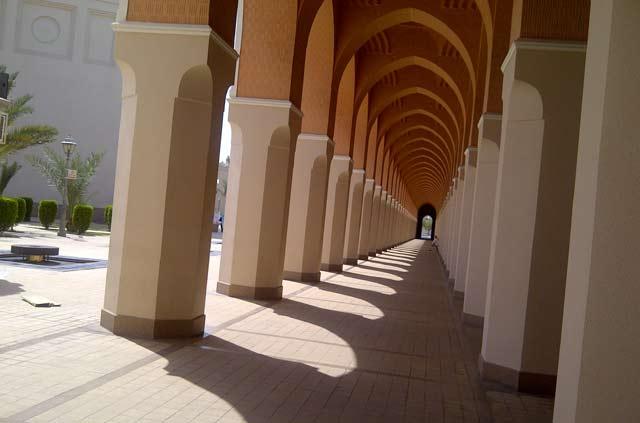 Singgah di Masjid Bir Ali