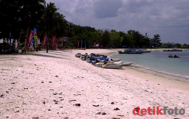 Eksotisme Pantai Kelayang
