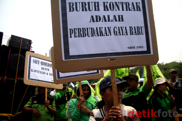 Buruh Tolak Sistem Outsourcing