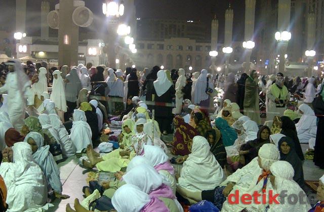 Jamaah Haji Menyemut di Nabawi