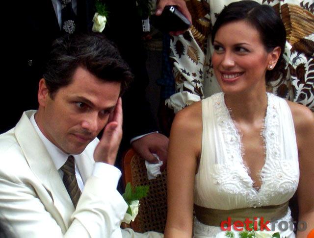 Masa-masa Indah Sophia Latjuba dan Suami