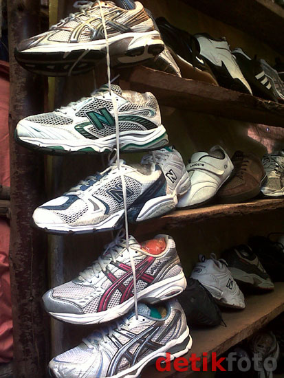 Pasar Sepatu Bekas di Nairobi, Kenya
